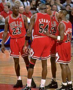 Basketball Pictures, Basketball Players, Horace Grant, Chigago Bulls, Michael Jordan, Jordan 23, Basketball Photography, Magic Johnson, Nba Stars