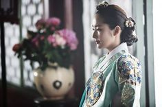 Queen for Seven Days (Hangul: 왕비; 7 Day Queen) is a South Korean television series starring Park Min-young as the titular Queen Dangyeong of Joseon, with Yeon Woo-jin and Lee Dong-gun. It airs on 신채경 역 박민영 Korean Hanbok, Korean Dress, Korean Actresses, Korean Actors, Queen For Seven Days, Kdrama, Age Of Youth, Korean Traditional Dress, Park Min Young