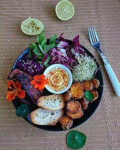 """668 curtidas, 40 comentários - Cozinhe com Amor ❤ Alessandra (@cozinhe_com_amor) no Instagram: """"Bowl vegano recheado de amor, sabor e sem sofrimento. 💚 Temos batata doce laranja assada com ervas,…"""""""