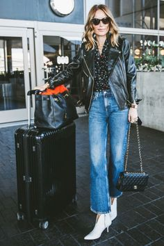 wide-leg-jean outfits for fall: edgy leather jacket Ripped Jeans Outfit, Jeans Outfit Winter, Winter Outfits, Wide Jeans, Cropped Wide Leg Jeans, Yellow Jeans, Denim Fashion, Winter Fashion, Jean Outfits