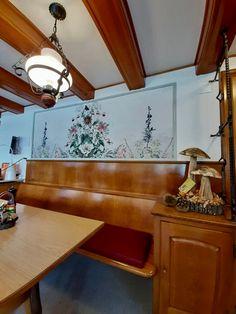 Tapete als Bild im Gästeraum Restaurant Restaurant, Mirror, Furniture, Home Decor, Wallpapers, Frame, Pictures, Decoration Home, Room Decor