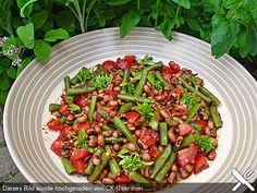 Bohnensalat mit Tomaten und rotem Pesto