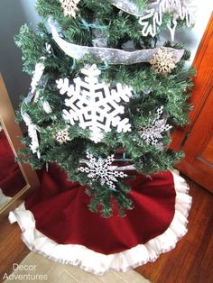 99+ Handmade Holiday Gifts idea Holiday Tree Skirt + Table Runner