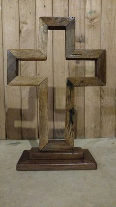 Wooden Cross Crafts, Wooden Crosses, Wall Crosses, Diy Furniture Decor, Wood Table Design, Woodworking Projects Plans, Diy Wood Projects, Handmade Wooden, Wood Carving