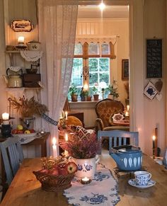 Cottage Living, Cottage Homes, Cottage Style, Cozy Room, Cozy Place, Country Decor, Country Cottage Decorating, Vintage Country, Cozy House