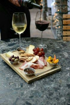 Ideas Cheese Food Photography Charcuterie Board For 2019 Cheese Platters, Food Platters, Tapas, Food Porn, Good Food, Yummy Food, Cheese Party, Wine Cheese, Wine And Cheese Place