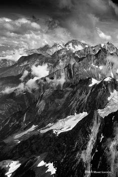 Takhinsha Mountains