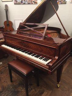 Piano Pleyel modèle F de 1927 palissandre croisé restauration complète avec sommier neuf et vernis tampon traditionnel