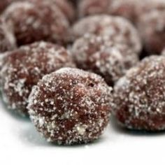 Bourbon Balls, Rum Balls, Candy Recipes, Cookie Recipes, Dessert Recipes, Cookie Ideas, Christmas Desserts, Holiday Treats, Christmas Cookies