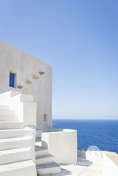 Greece Architecture, Minimalist Architecture, Chinese Architecture, Futuristic Architecture, Art And Architecture, Futuristic Design, Beautiful Buildings, Beautiful Places, Greek Design