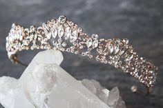 Simple precious jewelry tips you need to know Bridal Tiara, Bridal Jewelry, Bridal Accessories, Bridal Headpieces, Headpiece Jewelry, Wedding Tiaras, Wedding Hair, Wedding Veils, Wedding Crowns