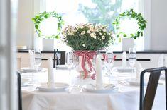 Bilderesultat for 17 mai pyntet bord Table Settings, Table Decorations, Diy, Furniture, Color, Home Decor, Decoration Home, Bricolage, Room Decor