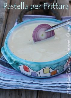 Pastella per frittura con uova croccante e gustosa: il suo segreto è l'albume montato a neve. Ottima per verdure, carne e pesce. Indispensabile in cucina.