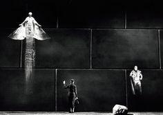 Robert Wilson / Alceste  (Stuttgart, 1987  Photo by Michael Dannenmann)