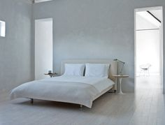 :: BEDROOMS :: designer Barbara Hill Design, simple white layered with light woods makes for a calming bedroom interior Bed Headboard Wood, Headboards For Beds, Minimal Bedroom, Modern Bedroom, Minimalist Interior, Minimalist Home, Stone Floor, Interior Exterior, Interior Design