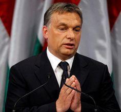 Hogy Orbán Viktor mi tegyen? Ásasson egy négy méter mély, ezer köbméteres gödröt és elsőre a kormányt majd a Fideszt fektesse bele hasra! A földet a nép tuti, hogy tíz körömmel kaparná vissza! Ám előtte rendeljen annyi betont mint amennyivel Csernobilban takarták be a sérült reaktort!