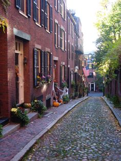 Boston's famous Acorn Street is located in the historic neighborhood of Beacon Hill. It is said to be one of the most photographed streets in the USA.