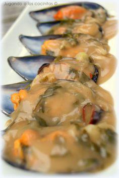 Mussels in seafood sauce - Mejillones en salsa marinera Trout Recipes, Lobster Recipes, Tilapia Recipes, Seafood Recipes, Seafood Paella, Seafood Dishes, Fish And Seafood, Raw Food Recipes, Cooking Recipes