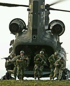 US SEALS leaving US Army CH-47D Chinook