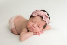 This face! #ocphotographer #orangecountynewbornphotographer www.laurarauchphoto.com/