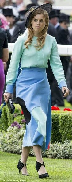 J'adore Princess Beatrice Ascot look. It on sale at Net a porter too. #ascot #princessbeatrice #getthelook #roksanda #netaporter