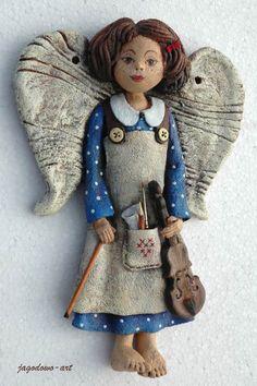 Trzy muzykalne Anielice - skrzypaczki - do powieszenia na ścianie (za skrzydła)   wysokość: ok. 25 cm   cena: za sztukę 60  PLN...