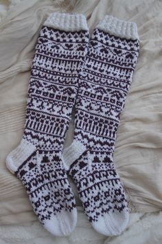 Facebookissa oli Niina Laitisen järjestämä joulukalenteri sukkaneulonta, jossa joulukuun ensimmäisestä päivästä lähtien ilmestyi joka päivä...