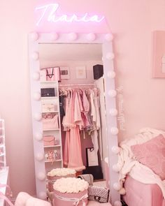 Cute Bedroom Ideas, Girl Bedroom Designs, Room Ideas Bedroom, Teen Room Decor, Bedroom Decor, Aesthetic Room Decor, Pink Aesthetic, Minimalist Room, Glam Room