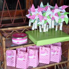 Cute Peppa Pig Party ideas - lots of easy DIY ideas. Pig Birthday, 3rd Birthday Parties, Build A Bear Party, Peppa Pig Party Supplies, Cumple Peppa Pig, Pig Crafts, Party Packs, Baby Party, Diy Ideas