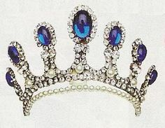 another cabochon sapphire and diamond tiara with connections to the Thurn und Taxis jewel vault, though so fa this is the only image I've seen of it.