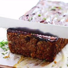 This Vegan Meatloaf is the perfect quick and easy dinner recipe! It's made with chickpeas and lentils, tastes delicious, is gluten free and healthy! #glutenfree #chickpearecipes #lentilrecipes #veganrecipes #veganfood #vegan #veganmeatloaf #glutenfreerecipes #easydinnerrecipes #easyrecipes Vegan Recipes Videos, Best Gluten Free Recipes, Gluten Free Recipes For Dinner, Healthy Dessert Recipes, Vegan Gluten Free, Quick Vegan Desserts, Vegan Loaf, Vegan Meatloaf, Lentil Recipes
