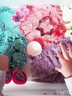 Making homemade magic sand is super easy! Diy For Kids, Crafts For Kids, Sands Recipe, Magic Sand, Kinetic Sand, Diy Slime, Kids And Parenting, Kids Playing, Activities For Kids