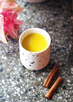 Gurkemeielatte, eller golden milk som det gjerne kalles, har tatt instagram og bloggverden med storm dette året. Gurkemeie (turmeric på engelsk) er virkelig årets krydder. Gurkemeie er nemlig et kr…