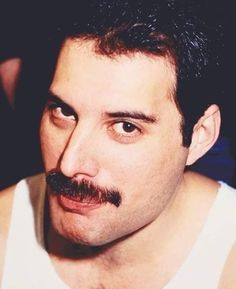 Freddie Mercury Parents, Queen Freddie Mercury, Love Me Like, Love Of My Life, Great Bands, Cool Bands, Walt Longmire, King Of Queens, Queen Pictures