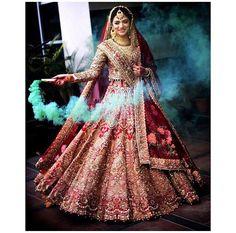 #wedding #lehenga #event #weddinglehenga Indian Wedding Lehenga, Wedding Saree Blouse, Indian Wedding Photos, Bridal Lehenga Choli, Indian Bridal Wear, Lehenga Designs, Beautiful Indian Brides, Bridal Lehenga Collection, Bridal Shoot