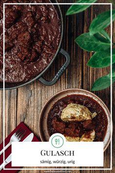 Ein Gulasch, dass eine sämig, dicke und kräftige Sauce hat: Das ultimative Rezept für perfektes Rindsgulasch findest du hier! Advent, Crockpot, Food And Drink, Lunch, Beef, Dinner, Meat, Meal, Food Dinners