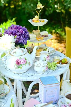 Style x Beauty Department: How to Host: Afternoon Tea Picnic in the Park