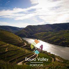 Le bassin du Douro est le berceau du vin. Découvrez-y l'histoire de ce précieux nectar dans l'une des nombreuses exploitations qui jalonnent cette vallée, certaines exploitations étant préparées pour héberger les visiteurs. #douro #valley #hills #portugal #wine #river #igers #instadaily #photooftheday #photo #picoftheday #instagood #instago #instafollow #TripConnexion #instalike #followme #travel #instatravel