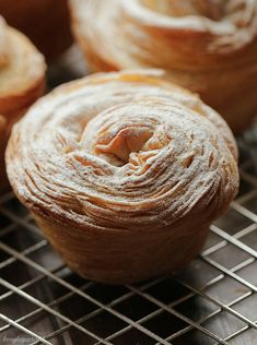 Tudod mi az a Cruffin? Croissants, Le Croissant, Eclairs, Sweet Desserts, Pain, Oreo, Banana Bread, Muffins, Food And Drink