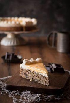 Dieser Eierlikör Kuchen mit Schokoboden, einer dünnen Schicht Sahne und leckerem Eierlikör ist ein absoluter Klassiker