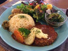 the PINK WEED cafe 12月のランチプレートを頂きます♪ ハンバーグ〜〜(vegan)