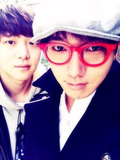 Super Junior's Yesung enjoys a day out with his handsome brother