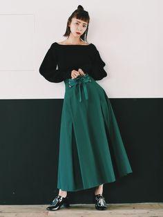 コルセットディテールと張りのあるボリュームがカワイイマキシ丈スカートはUN3D. ONLINE ST