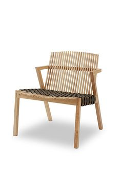 Slatted armchair | ELLE Decoration NL Garden Furniture, Cool Furniture, Furniture Design, Outdoor Furniture, Outdoor Chairs, Dining Chairs, Outdoor Decor, Rattan Chairs, Art Nouveau