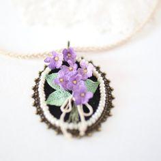 Crochet pendant statement choker with tiny violets boho от LozArts