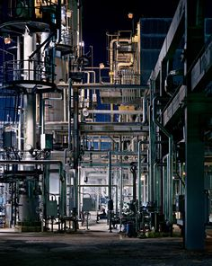 ce-sac-contient:      Edward Burtynsky (Canadian, b.1955) - Oil Refineries No. 22, Saint John, New Brunswick, 1999.  Digital Print, Digital C-Print (38 x 30.5cm)