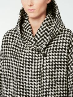 Experience Max Mara: shop the official Online Store and discover the latest Collections, news, fashion shows and special events. Duffle Coat, Cashmere Coat, Max Mara, Pattern Making, Diy Clothes, Raincoat, Suit Jacket, Turtle Neck, Autumn
