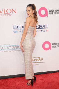 Izabel Goulart Photos Photos - Model Izabel Goulart attends Elton John AIDS Foundation's 14th Annual An Enduring Vision Benefit at Cipriani Wall Street on November 2, 2015 in New York City. - 14th Annual Elton John AIDS Foundation An Enduring Vision Benefit - Arrivals