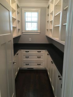 large pantry ideas Large walk-in pantry with white shaker cabinets and honed dark granite Pantry Laundry Room, Walk In Pantry, Kitchen Pantry Design, New Kitchen, Narrow Kitchen, Cheap Kitchen Cabinets, Base Cabinets, Kitchen Cabinetry, Casa Loft