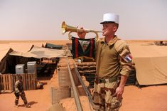 REP: Great photos of legionnaires in the Sahara of Niger Military Units, Military Art, Military History, French Armed Forces, French Foreign Legion, French Colonial, Green Beret, French Army, Dragons